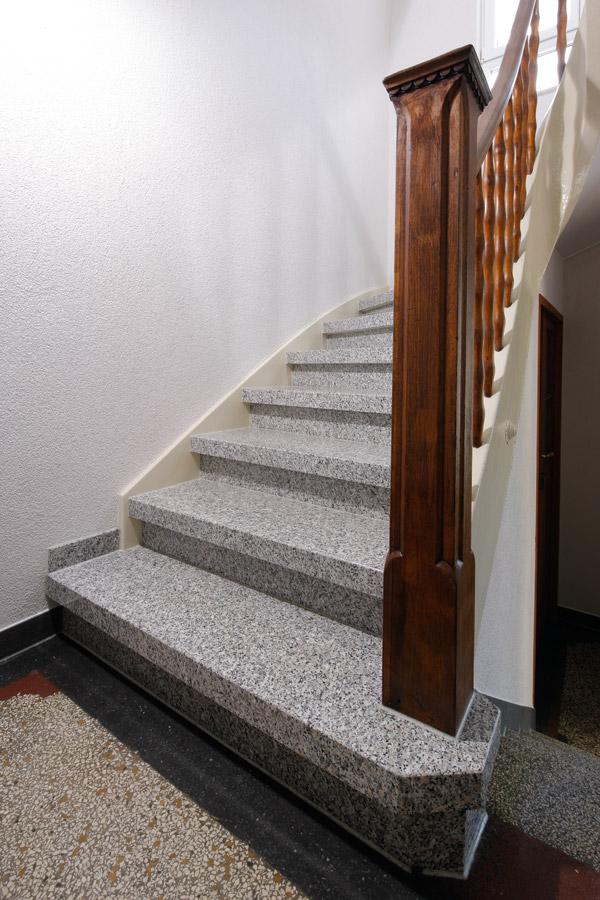 revetement pour escalier cool titre with revetement pour escalier perfect revetement pour. Black Bedroom Furniture Sets. Home Design Ideas